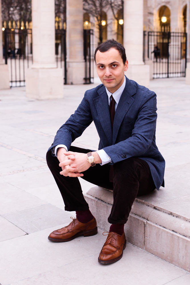Stéphane Butticé en blazer bleu Orazio Luciano et pantalon en velours Sartoria Ripense.