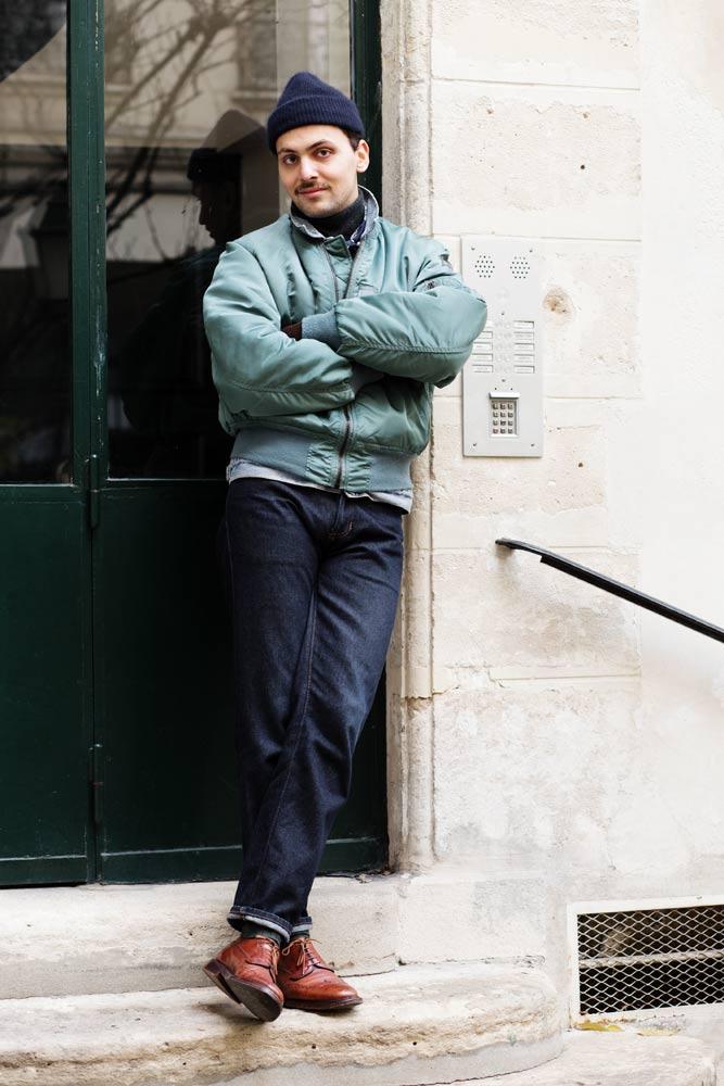 Stéphane Butticé en bomber Alpha Jacket, jean taille haute et brogues Church's grafton.