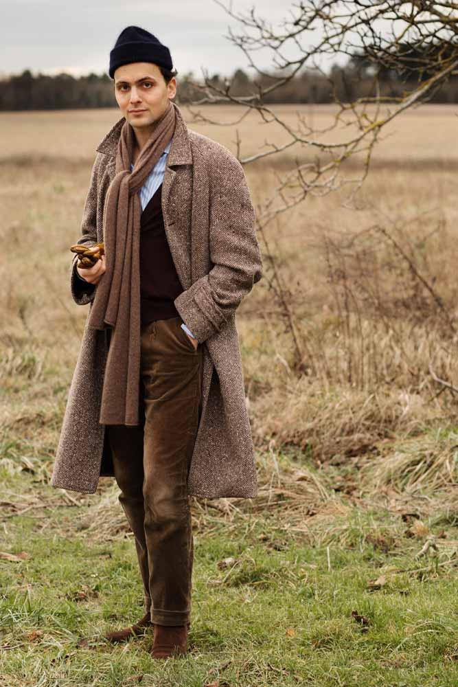 Stéphane Butticé en manteau à chevronss, pantalon en velours Sartoria Ripense et boots Barbanera.