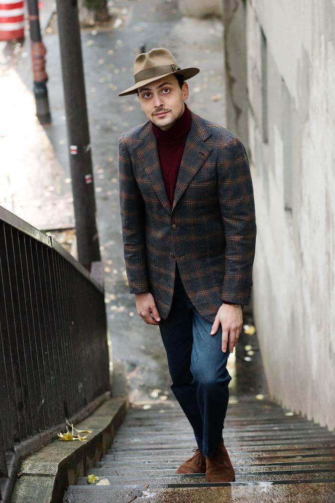 Stéphane Butticé en veste sport laine et cashemere Sartoria Peluso bespoke, jean taille haute, chapeau sur mesure Pauline Brosetet boots Sanders par Beige Habilleur.