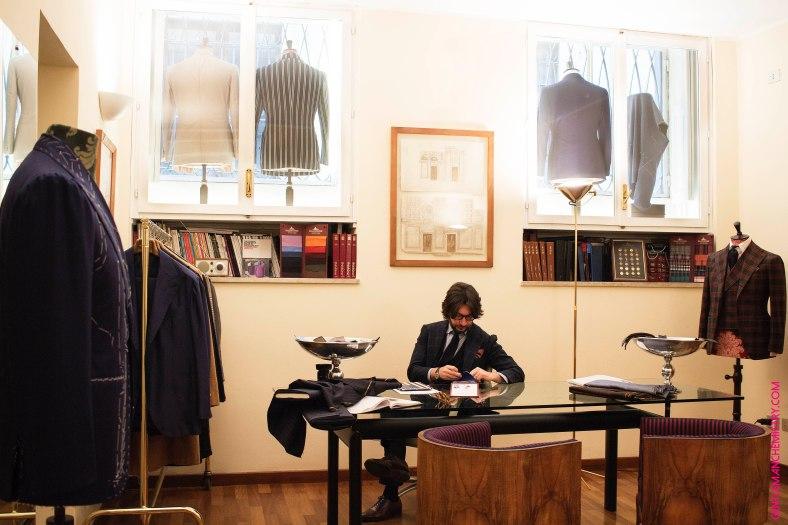 Nicola al showroom copie
