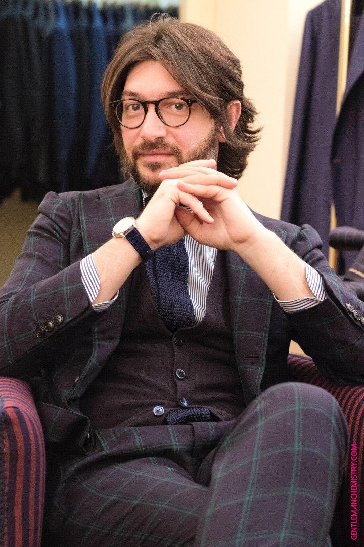 Nicola Ricci seduto copie
