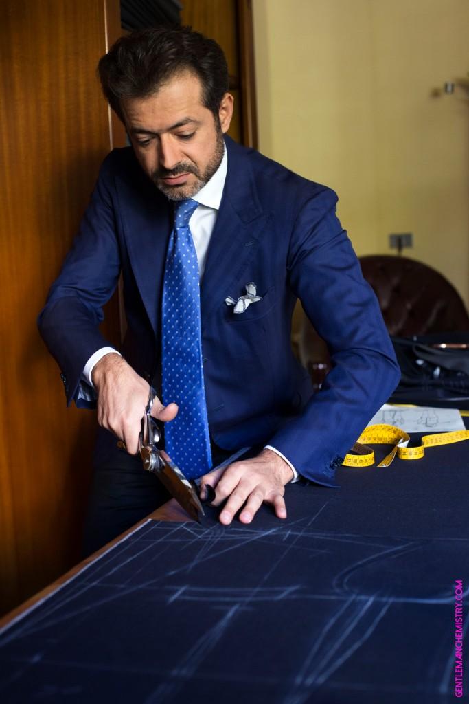 pino-peluso-tailleur-coupe-tissu-costume-bleu