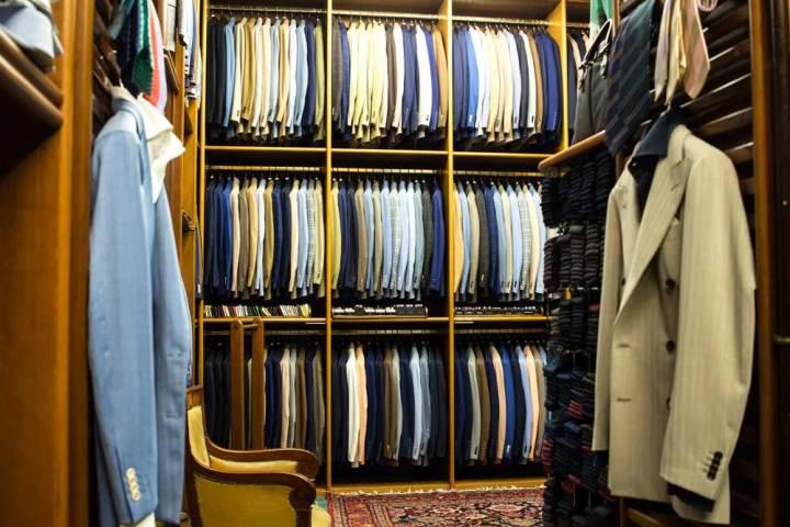 Intérieur de la boutique de vêtements pour homme Al Bazar de Lino Ieluzzi à Milan.
