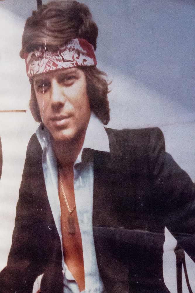 Affiche de Lino jeune dans la boutique de vêtements pour homme Al Bazar de Lino Ieluzzi à Milan.