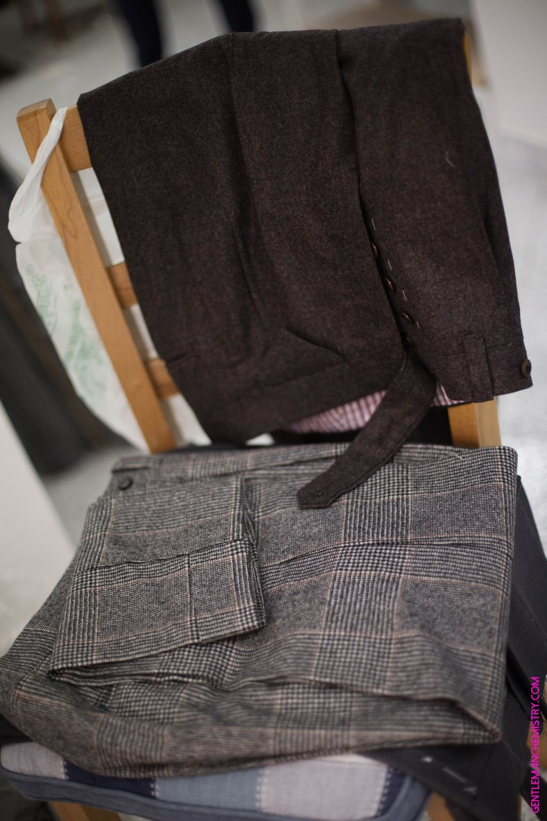 brown chair ambrosi trousers copie