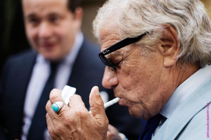 lino accende sigaretta francesco barberis copie