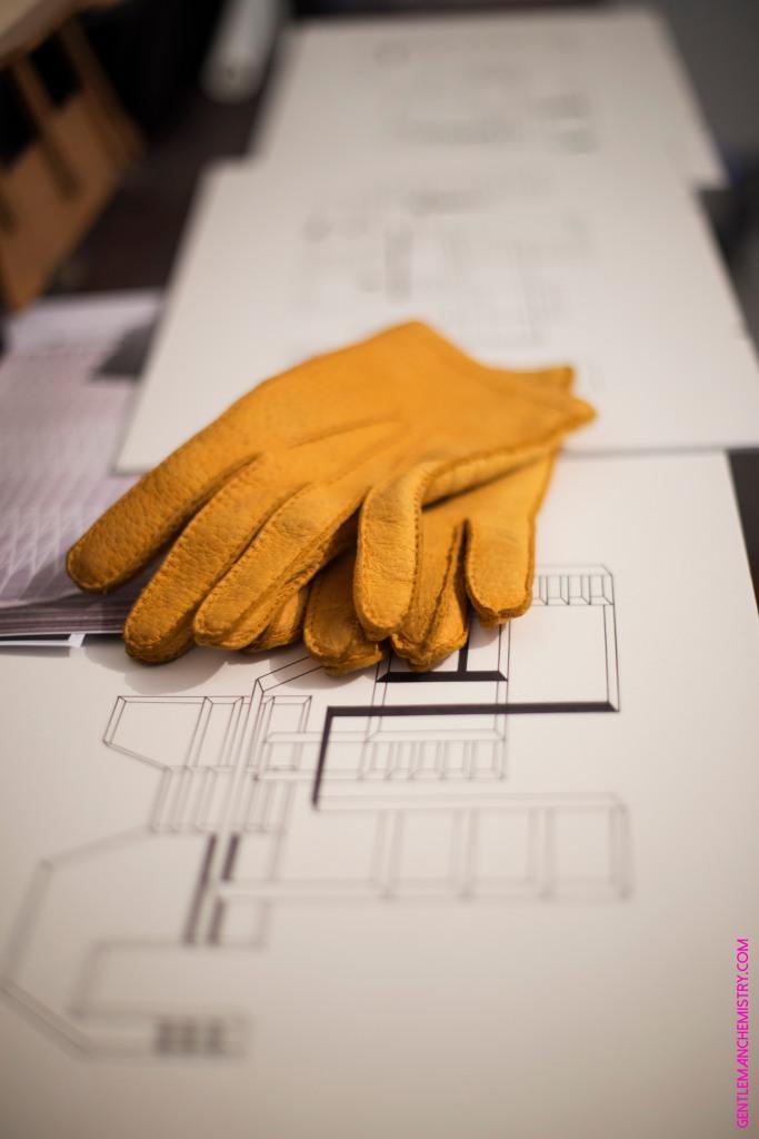 omega-guanti-gants-pecarie-jaunes