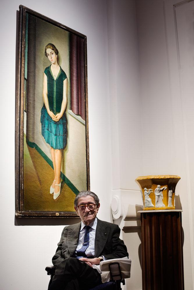Ciro Paone, fondateur de la Maison de couture Kiton à Naples. Dans son showroom à Milan entouré d'oeuvres d'art qu'il collectionne. Il a industrialisé le processus de création de costumes de tailleurs réalisés à la main.