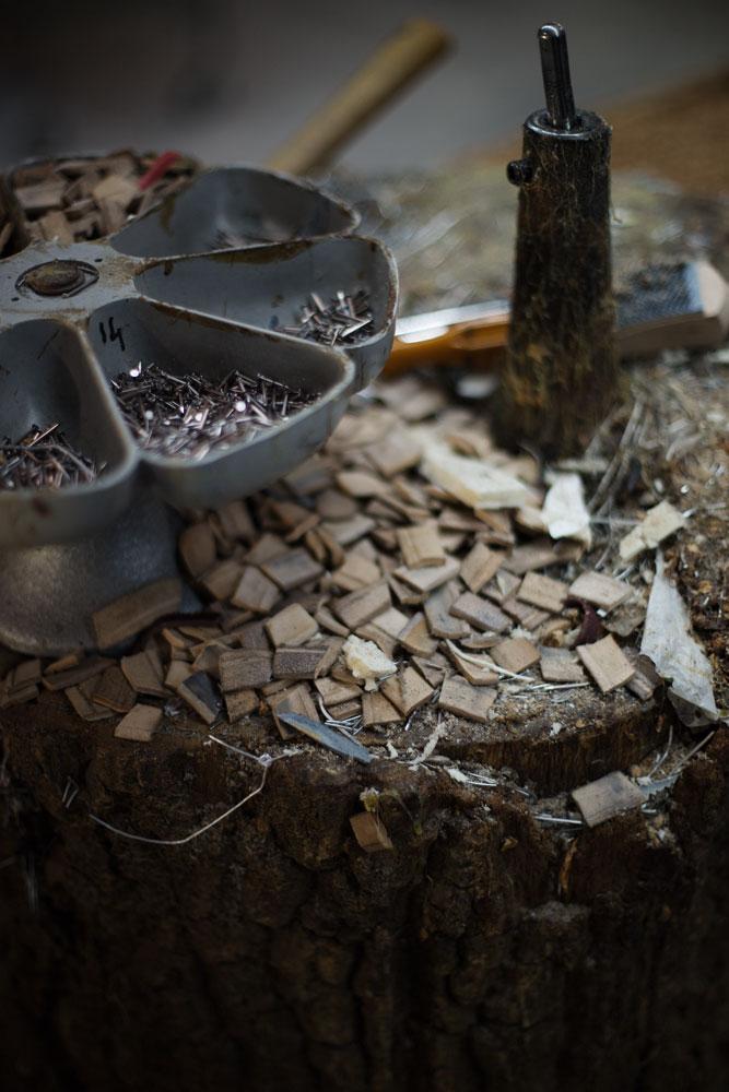 Liège servant à modeler la fabrication des semelles des souliers Kiton. La Maison de couture de tailleurs Napolitaine Kiton a Arzano. Kiton a industrialisé le processus de création de costumes de tailleurs réalisés à la main.