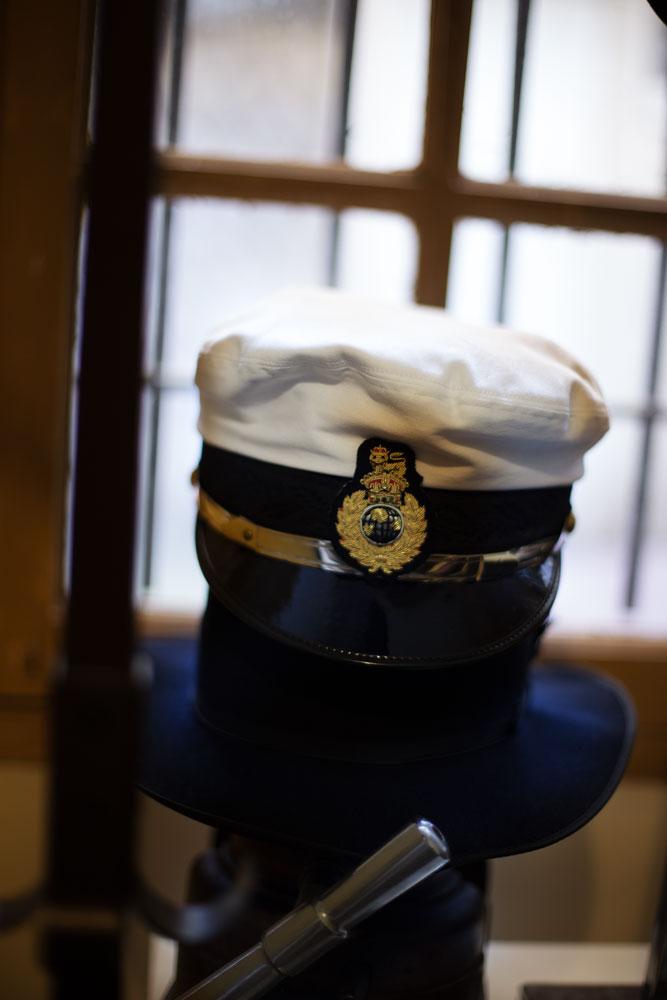Casquette d'aviateur ou de marin sur mesure de l'atelier Pauline Brosset Chapelière.