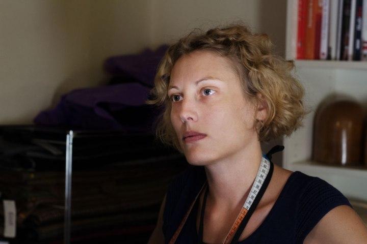 Portrait de la Chapelière sur mesure Pauline Brosset.