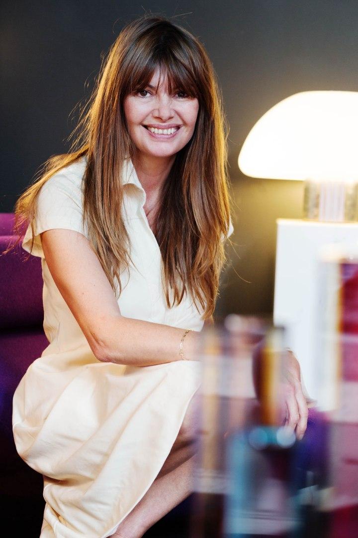 Eve Ducroq, de la comm à la Cité des Sciences à dealeuse de mobilier vintage aux puces deSaint-Ouen
