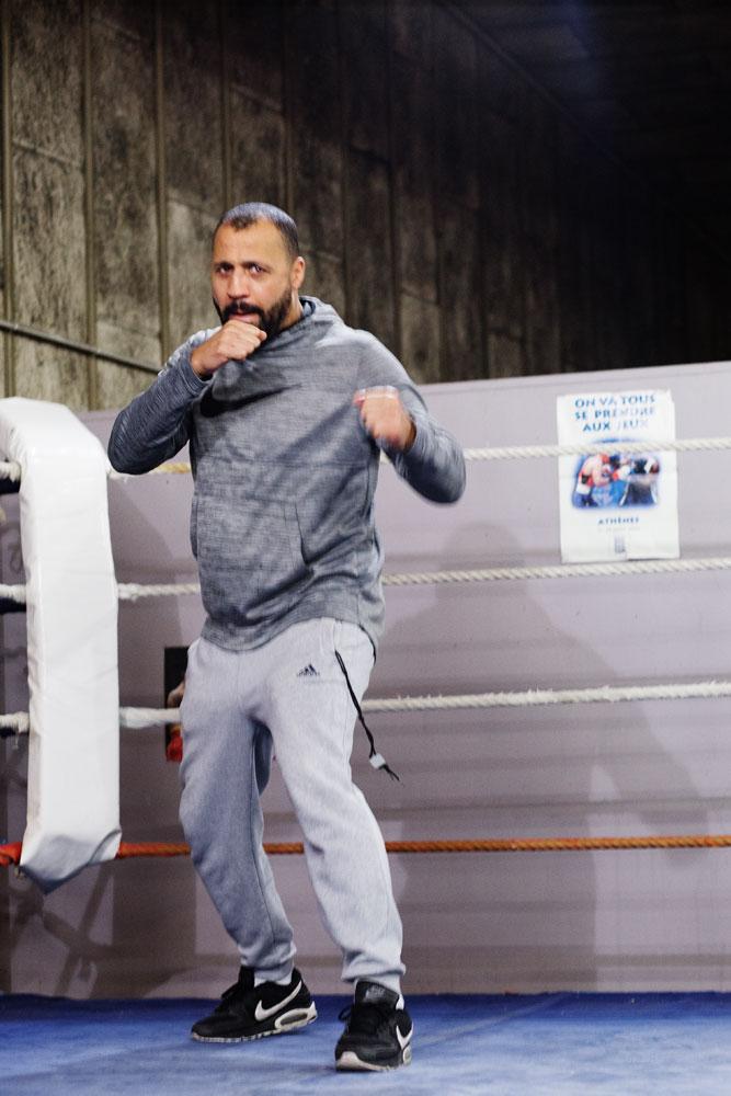 Frédéric Esther, ancien boxeur de l'équipe de France à l'insep entrain de s'entrainer en boxe anglaise.