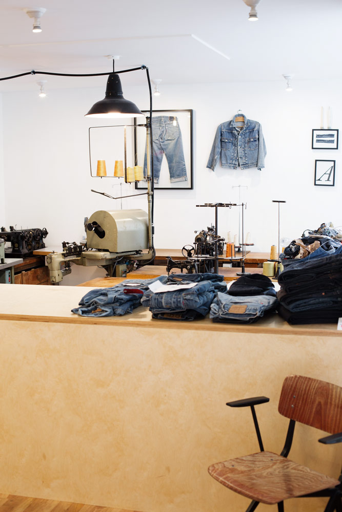 Boutique atelier de réparation de denim et jeans d'Arthur Leclercq SuperStitch à Paris