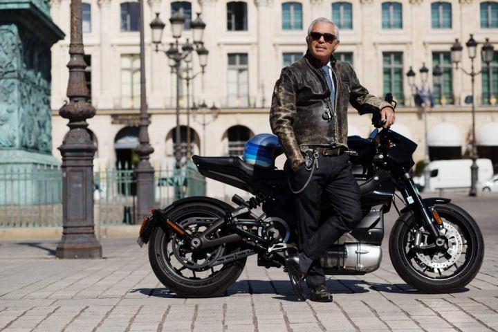 Portrait de Laurent Picciotto avec sa Harley Davidson LiveWire