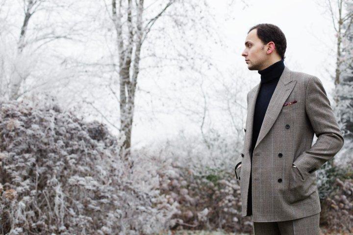 Stéphane Butticé en costume croisé en flanelle prince de galles l'Officine Paris