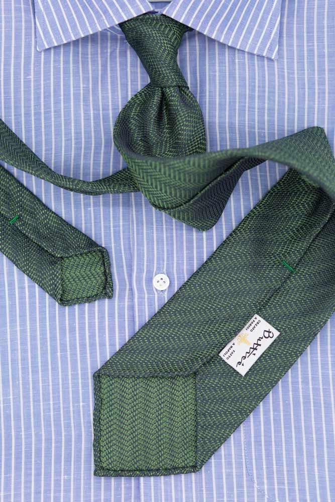 buttice-paris-naples-chemises-sartoriales-homme-coton-lin-rayures-bleue-ciel-detail-cravate-maille-verte