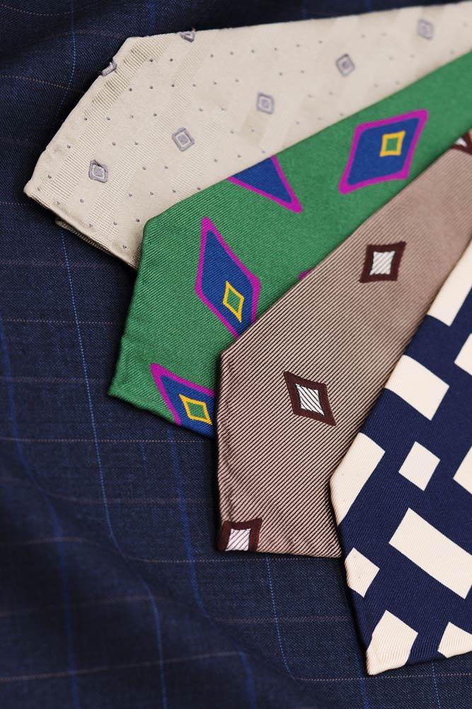 cravates-buttice-paris-naples-tissu-costume-bleu