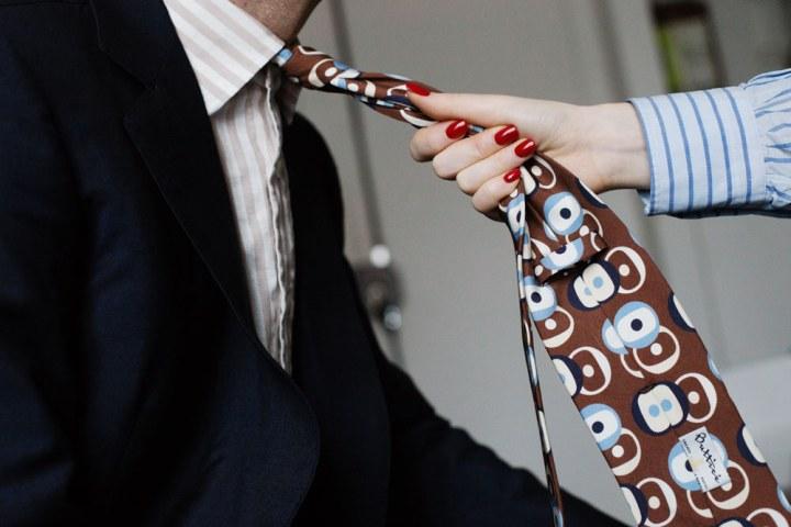Nouer une cravate : le nouveau punk!