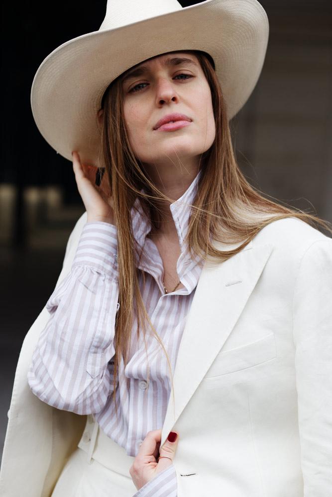 chemise-coton-lin-rayures-sable-costume-lin-serpent-a-plume-place-des-vosges-stetson
